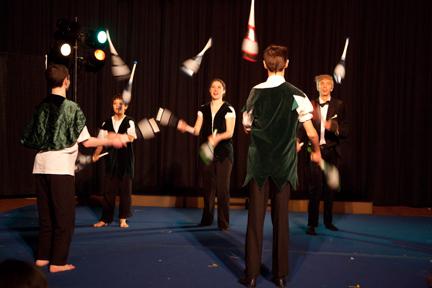 Cirruscircus_Cornicello club juggling