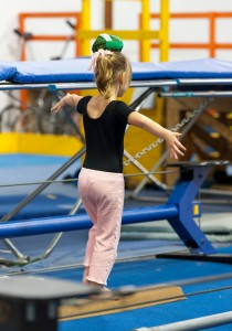 birthdayparty_2012_youth_tightwire_ballbalance_01_0