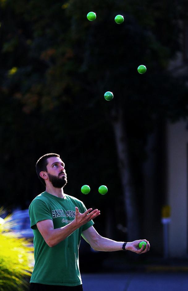 juggling_2013_man_juggling_01