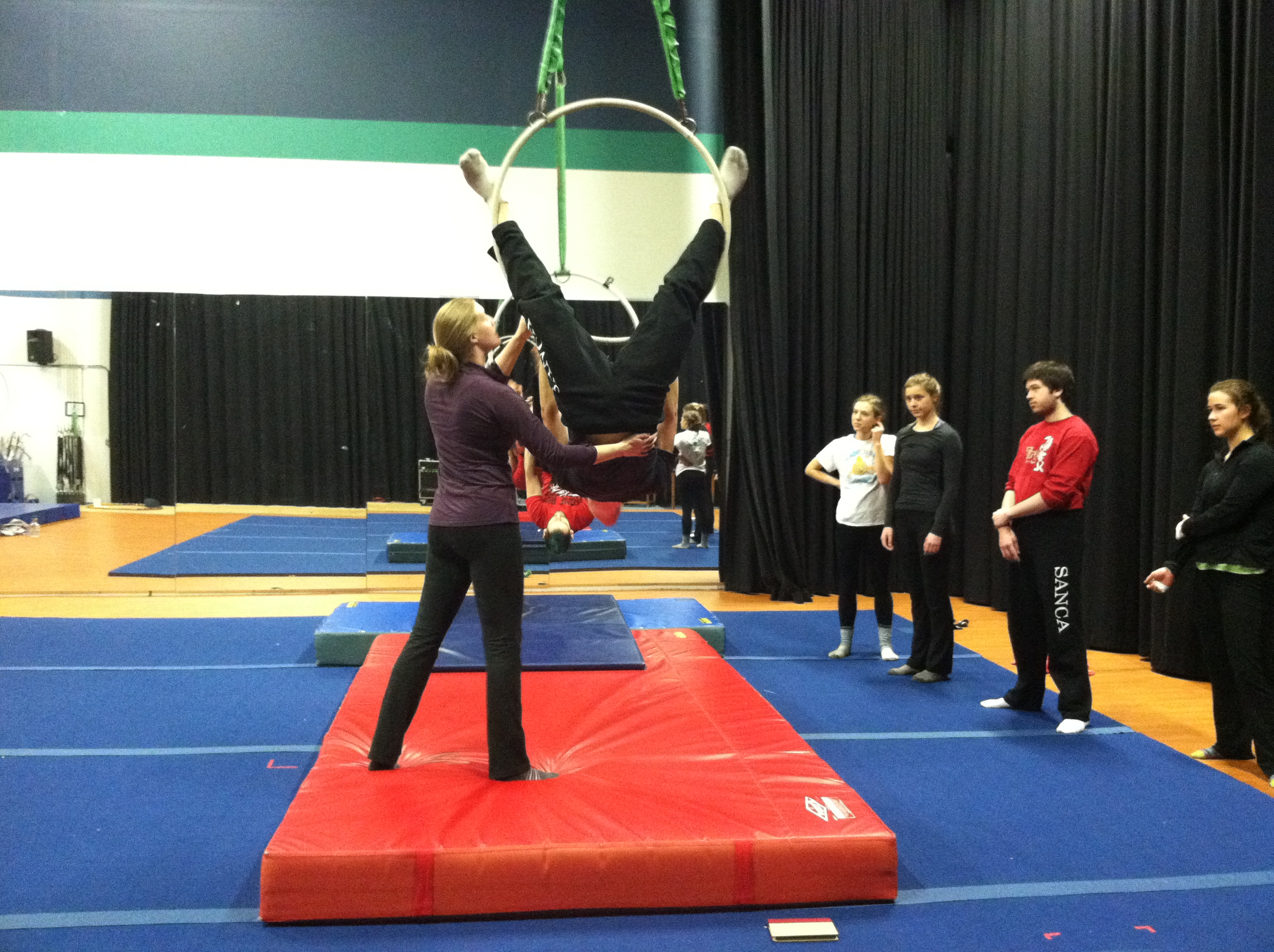 januaryintensive_2014_cc_students_aerialhoop_14