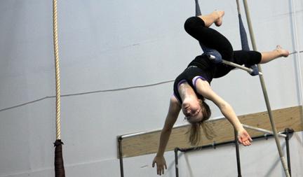 SANCAthon_2008_eloise_trapeze_01sm